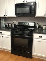 Kitchen Appliance Suite-Fridge, Stove,Microwave, Dishwasher in Bolingbrook, Illinois