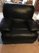 Black leather couch and chair set recliner in Warner Robins, Georgia