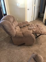 Reclining chair in great condition in Fort Leonard Wood, Missouri