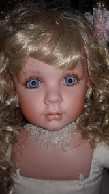 Savannah Porcelain Doll Original 34'' with Danbury Mint, Certificate of Authenticity in Ramstein, Germany
