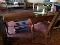Old Singer Sewing Machine In Wood Cabinet W/ Chair in Fort Polk, Louisiana