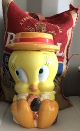 Vintage tweety bird cookie jar in San Bernardino, California