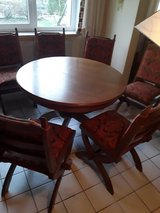 Heavy dining room set in Grafenwoehr, GE