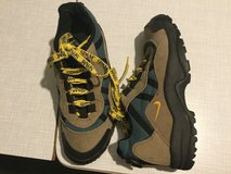 Big Boys Nike Trail Shoes Size 7 in Wiesbaden, GE