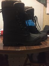 Brand New Woman's Sand Storm Snow Boots Size 9 in Fort Knox, Kentucky