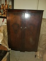 Antique mahogany bedroom suite in Fort Campbell, Kentucky