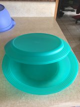 Tupperware Plates with Lids in Fort Leonard Wood, Missouri