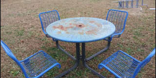 Expandable metal picnic table round steel commercial 150 pounds in Dover, Tennessee