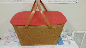 Vintage picnic basket in St. Charles, Illinois