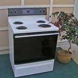 Range Stove Excellent condition Whirlpool in Warner Robins, Georgia