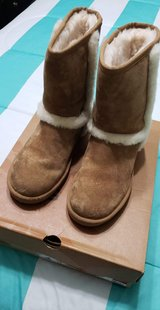 Women Uggs in Fort Knox, Kentucky