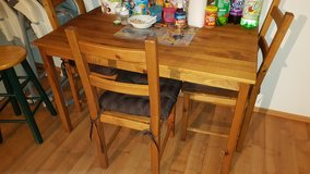 Kitchen table & 4 chairs in Wiesbaden, GE