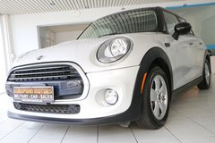 2016 Mini Cooper US SPEC, Auto., Navi, Sunroof, Leather, 1 Owner, like NEW! in Spangdahlem, Germany