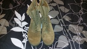 Boots 10 Wide, temperate in Camp Pendleton, California