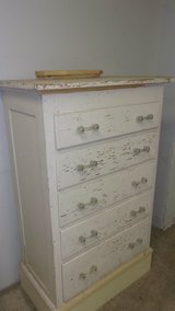 Pine chest of drawers in Spring, Texas