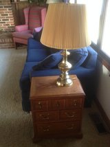 End table/Pr. Of lamps in St. Charles, Illinois