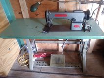 INDUSTRIAL RATED    CHANDLER  100R  COMMERCIAL  UPHOLSTERY /LEATHER SEWING MACHINE in Fort Leonard Wood, Missouri
