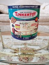 The Classic Ultra Construction Tinker Toy Rare Retired Set In Excellent Condition in Chicago, Illinois