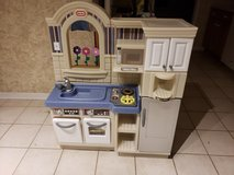 Play kitchen/grill in Chicago, Illinois