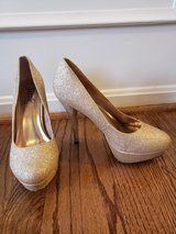Gold sparkle heels in Quantico, Virginia