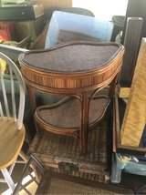 Cool   Magazine /end  table wicker in 29 Palms, California