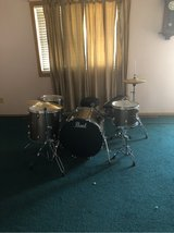 Pearl 7 piece drum set with free seat and drumsticks in Fort Leonard Wood, Missouri