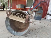 Antique Hand Crank Wash Wringer Primitive with galvanized tub in Fort Rucker, Alabama