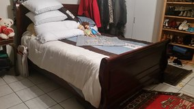 Beautiful perfect condition queen bed, includes the matress in Wiesbaden, GE
