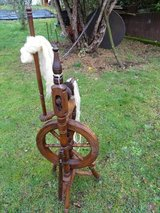 old spinning wheel - wood - very nice in Baumholder, GE