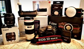 CANON 5D MARK IV & SEVERAL ACCESSORIES Bundle!!!! in Kingwood, Texas