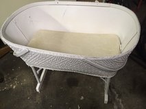*** ANTIQUE BASSINET *** In Very Good  Condition in Tacoma, Washington