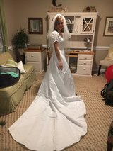 Alfred Angelo wedding gown in Camp Lejeune, North Carolina