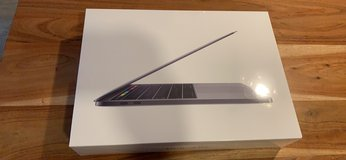 Boxed MacBook Pro 13, English UK Layout in Wiesbaden, GE