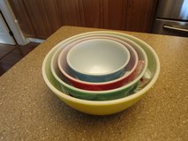 VINTAGE PYREX NESTING BOWL SET in Joliet, Illinois
