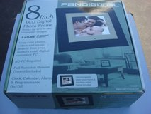 "PANDIGITAL 8 "" LCD  DIGITAL PHOTO FRAME in Oswego, Illinois"