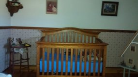 Crib/Toddler bed/ daybed in Naperville, Illinois