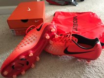 Mens Nike soccer cleats 7.5 in Oswego, Illinois