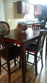 Table and 4 chairs in Leesville, Louisiana