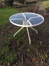 *~* ROUND GLASS TOP PATIO TABLE *~* in Fort Lewis, Washington