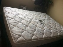 Select comfort queen Mattress in Westmont, Illinois