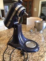 Reduced - KitchenAid 325W stand mixer in Kingwood, Texas