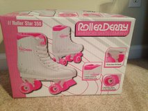 Skates size 2 like new in Warner Robins, Georgia