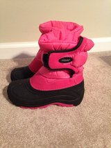 Size 2 Snow boots. Like new in Warner Robins, Georgia