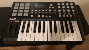 Black Akai MPK25 Keyboard - only used once, like brand new, excellent condition in Fort Hood, Texas