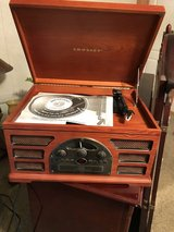 Vintage radio brand new in Baytown, Texas