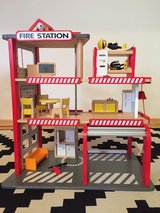 Hape Firehouse doll house playset in Baumholder, GE