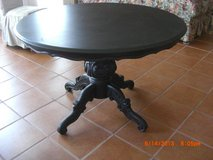 Round Dinning Table Disstress Black Highly Carved Base in Alamogordo, New Mexico