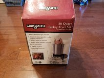 Brand New 30 Quart Turkey Fryer Set! in Byron, Georgia