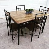 Table w 4 Chairs in Clarksville, Tennessee