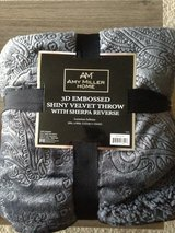 New Amy Miller Home 3D Embossed Shiny Velvet Throw 50in x 60in in Watertown, New York